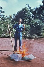 CDC_worker_incinerates_med-waste_from_Ebola_patients_in_Zaire