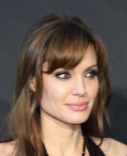 Angelina-Jolie-Salt-Premiere-Berlin-2010