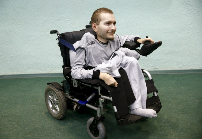 Valery Spiridonov, a man who has volunteered to be the first person to undergo a head transplant, attends a news conference in Vladimir, Russia, June 25, 2015. The 30-year-old Russian, who has a degenerative muscle condition known as Werdnig-Hoffman, wants to become the first person ever to undergo a human head transplant performed by Italian neurosurgeon Dr. Sergio Canavero who says he believes he has a 90 percent chance of success. REUTERS/Maxim Zmeyev - RTR4YXN6